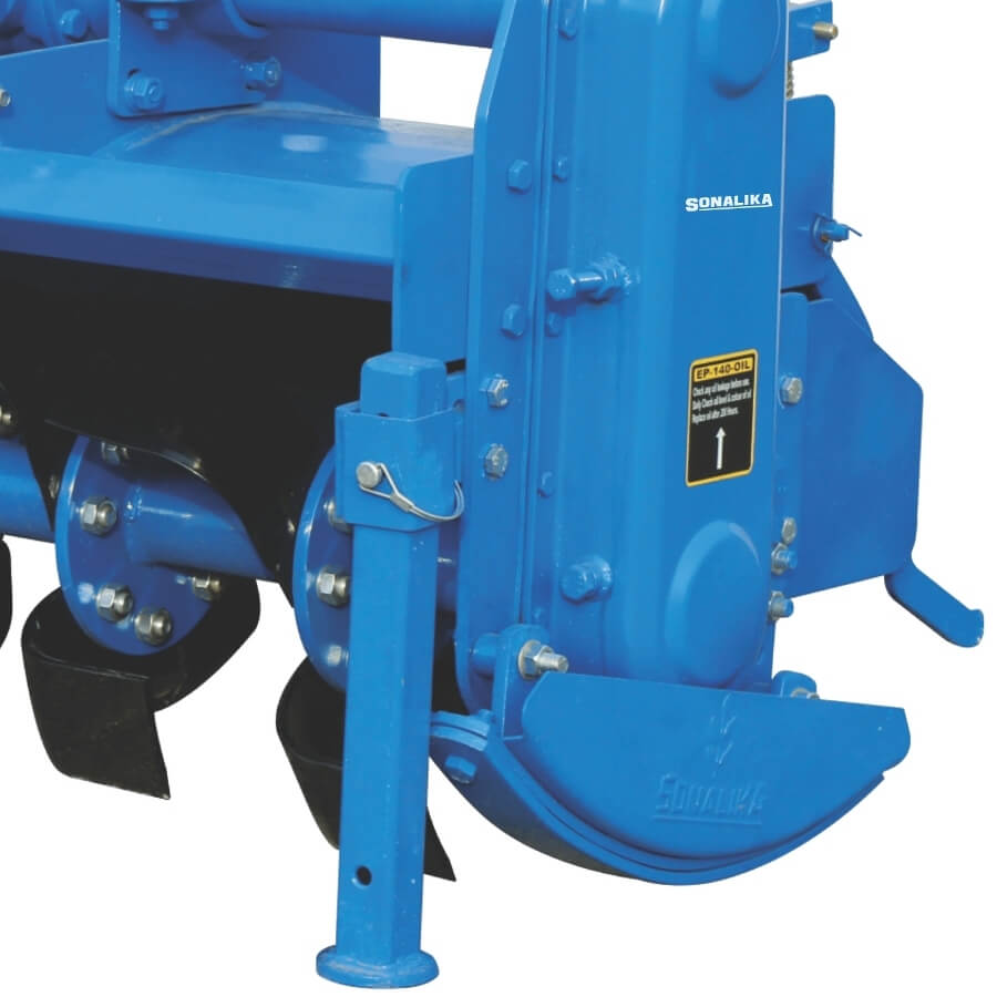 Oil immersed gear drive for noiseless and smooth operation